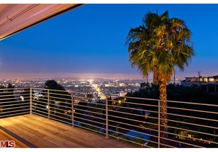 Located in Prime Hollywood Hills